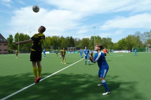 TuS A-Jugend im Spiel an der Ardelhütte. - Fotos: mal (1-6,8), abo (7,9-10).