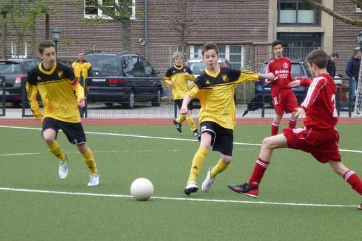 Zweistelliger Sieg am Fibelweg: TuS C-Jugend im Spiel gegen TuSEM (Foto: mal).