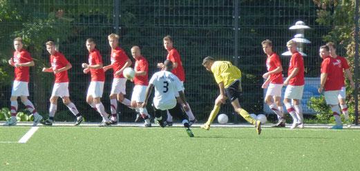 Erste Mannschaft im Spiel gegen Union Frintrop (Foto: mal).