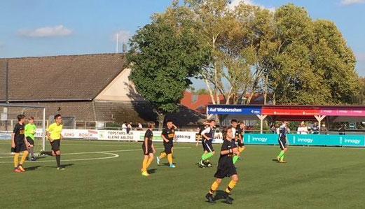 TuS D-Jugend im Spiel beim FC Kray. - Fotos: mz.