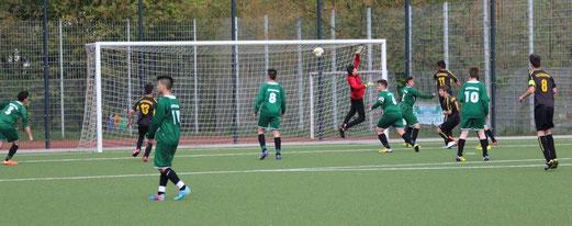 TuS B2-Jugend im Spiel gegen Fatihspor. - Fotos: abo.