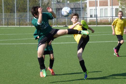 18 Tore in 50 Minuten: TuS E1-Jugend im Spiel gegen den SC Phönix. - (Foto: mal).