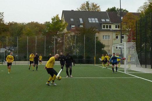 TuS Vierte Mannschaft im Heimspiel gegen DJK Eintracht Borbeck 2. - Fotos: mal.