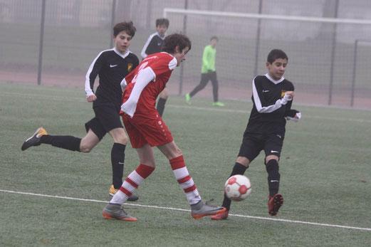 TuS C1-Jugend im Spiel bei der C2 des ESC Rellinghausen. - Fotos: pad.