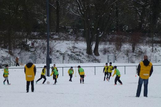 Trotzten der Kälte: E1 und E3 beim Testspiel an der Pelmanstraße (Foto: mal).