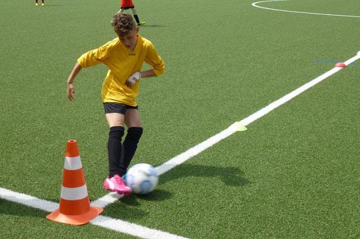 TuS E1-Jugend im Spiel gegen FC Saloniki-EFV (4:0). - (Foto: mal).