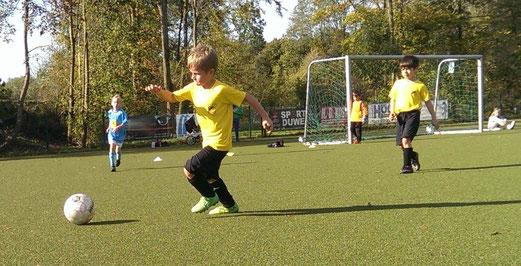TuS Bambini 1 im Auswärtsspiel beim VfB Frohnhausen. - Foto: r.a.