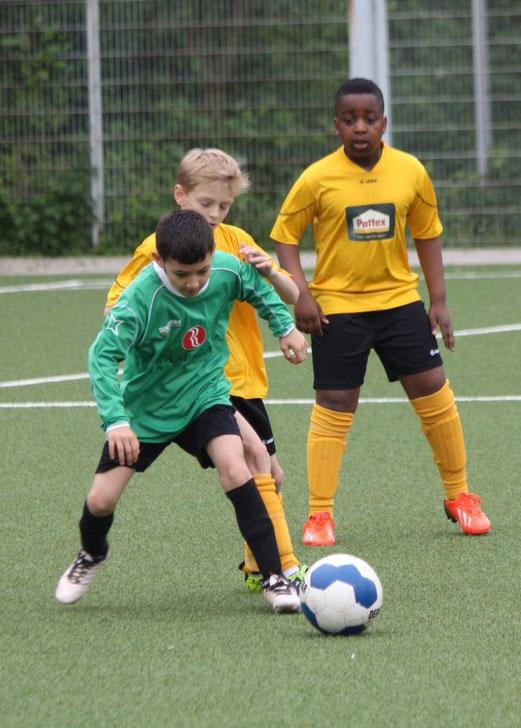 Gut dagegen gehalten: TuS E2-Jugend im Heimspiel gegen Spitzenreiter Eintracht Borbeck 2. - (Foto: p.d.).