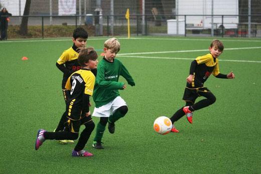 TuS F2-Jugend im Spiel bei der F-Jugend von Teutonia Überruhr. - Foto: mage.
