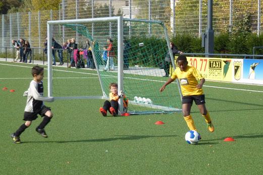 TuS E2-Jugend im Testspiel gegen die E1 von TuS Helene. - (Foto: mal).