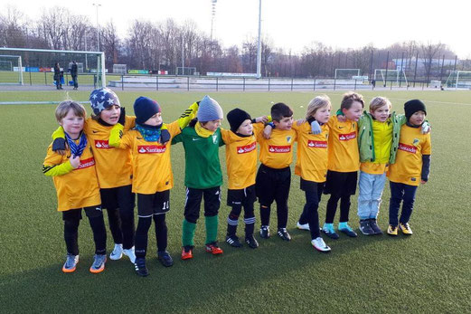 TuS Bambini 1 beim Auswärtsspiel in MH-Heißen. - Fotos: anka.