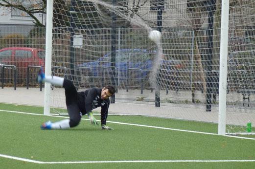 Anschlusstreffer per Strafstoß für die TuS A-Jugend im Heimspiel gegen SpVgg. Schonnebeck. - (Foto: mal).