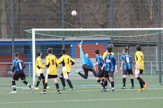 TuS C-Jugend im Auswärtsspiel bei SG Altenessen. - (Foto: abo).