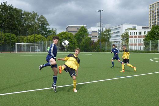 Am Ende stand ein gerechtes Unentschieden: TuS B-Jugend im Spiel gegen VfB Frohnhausen. - (Foto: mal).