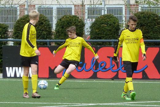 TuS D1-Jugend Saison 2015/16 im Spiel gegen SV Borbeck, Pelmanstraße, 09.04.2016, Foto: mal.