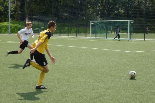 7:3 nach 2:3 Rückstand: B1-Jugend im Testspiel bei der SpVgg. Steele am Langmannskamp. - Foto: mal.