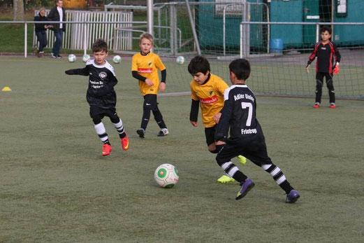TuS F2-Jugend im Auswärtsspiel bei DJK Adler Union Frintrop 3. - Foto: mage.