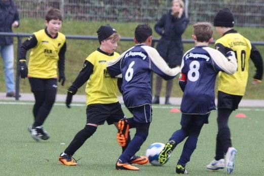 TuS E2-Jugend im Heimspiel gegen die E2 des FC Stoppenberg. - (Foto: p.d.).