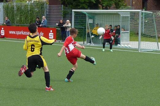 E1-Turnier: TuS Holsterhausen im Gruppenspiel gegen Rot-Weiss Mülheim (2:1). (Foto: mal).