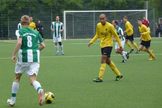TuS Erste Mannschaft im Spiel gegen Arminia Klosterhardt 2 (Foto: mal).