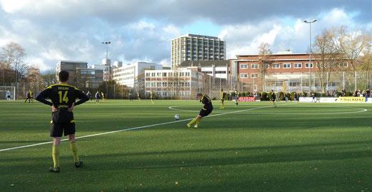 TuS A-Jugend im Spiel gegen den FC Kray. - Fotos (10-14): mal.