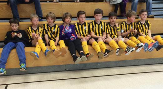 Vorrundenaus ohne Niederlage: TuS E1-Jugend bei der Hallenwinterrunde am Sonntag. - Foto: meng.