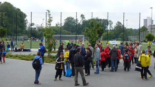 Besucherandrang am Sonntagnachmittag: F1-Turnier / E1-Turnier, TuS Turnier Tage 2014. - (Foto: mal).