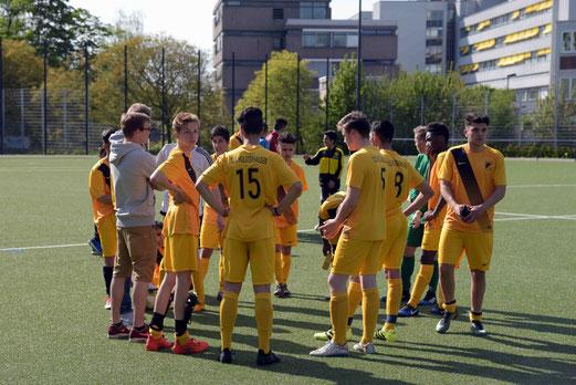 TuS Erste Mannschaft gegen VfB Frohnhausen (o.), TuS B-Jugend gegen den FC Alanya (u.). - Foto: a.s.