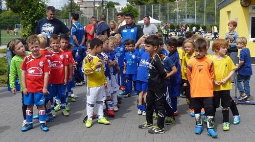 Bambini 1 Treff: Warten auf die Medaillenvergabe. - (Foto: mal).