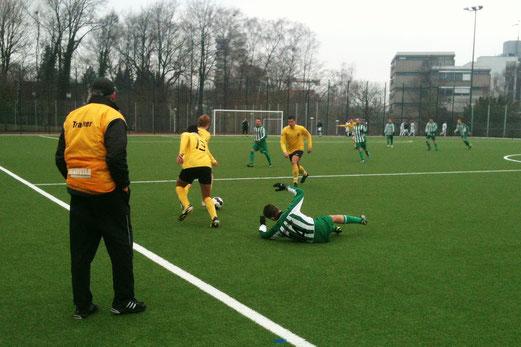Gegentreffer in der Schlussminute: Zweite Mannschaft im Spiel gegen Atletico II. (Foto: r.f.).