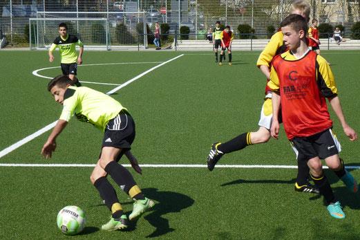 Am Ende doch noch deutlich unterlegen: TuS C-Jugend gegen Ballfreunde Bergeborbeck. - (Foto: mal).