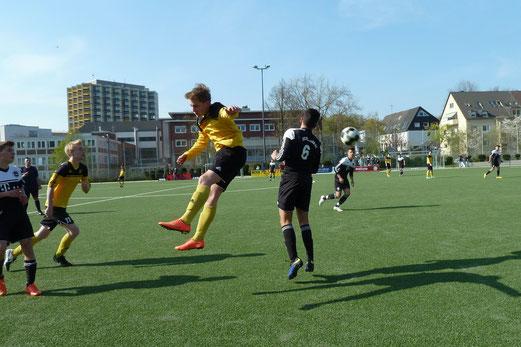 TuS B1-Jugend im Heimspiel gegen ESC Preußen. - Foto: mal.