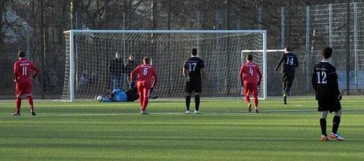 TuS Erste Mannschaft im Testspiel gegen den FSV Kettwig. - Foto: a.s.
