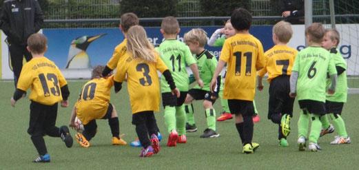 TuS Bambini 2 im Spiel gegen Adler Union Frintrop 4. - Fotos: dage.
