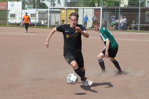 TuS Zweite Mannschaft im Spiel bei Atletico Essen. - Fotos: mal.