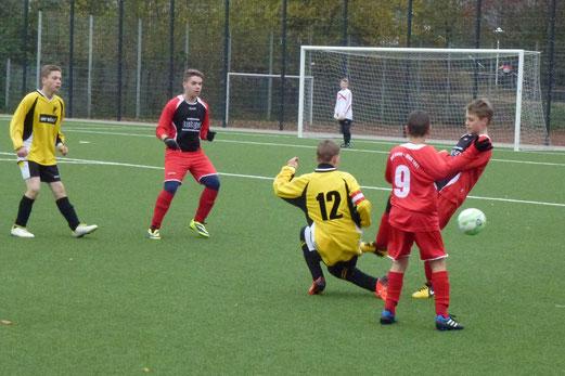 TuS C-Jugend im Heimspiel gegen TuS Essen-West 81. - (Foto: mal).