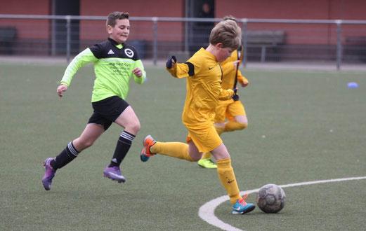 TuS D2-Jugend im Auswärtsspiel bei der D2 des ESC Preußen. - Fotos: p.d.