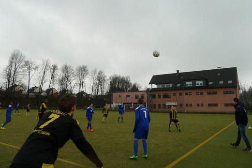 TuS A-Jugend im Auswärtsspiel an der Ardelhütte. - Fotos: mal.