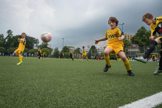 TuS F2-Jugend - ESG 99/06 F4 (0:0), TuS F2 - SG Kupferdreh-Byfang F3 (2:0). - Fotos: r.f.