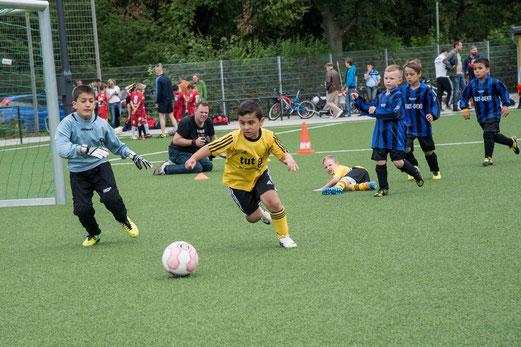 TuS Bambini 1 im Spiel gegen den Vogelheimer SV (3:1). - (Foto: r.f.).