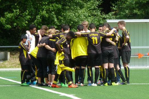 TuS C-Jugend im Auswärtsspiel in Stoppenberg. - Fotos: mal.