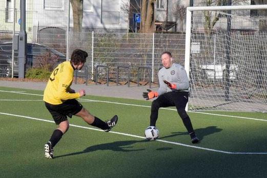 TuS Zweite Mannschaft im Heimspiel gegen DJK Falkenhorst Herne. - Fotos: a.s.