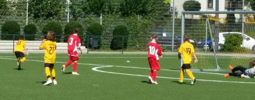 TuS D2-Jugend im Spiel gegen SC Werden-Heidhausen D2. - Foto: mave.