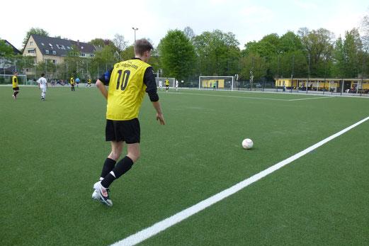TuS B-Jugend im Freitagabendspiel gegen den FC Alanya (Foto: mal).