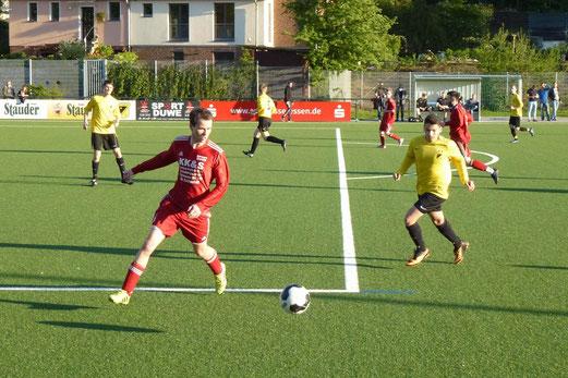 Kellerduell am Abend: Zweite Mannschaft gegen JuSpo Essen-West an der Pelmanstraße. - (Foto: mal).