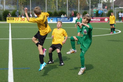 Erster Saisonsieg: TuS D1-Jugend im Heimspiel gegen den FC Karnap. - Foto: mal.