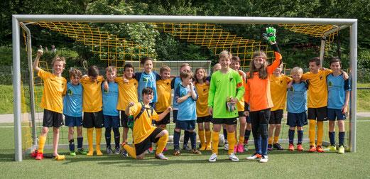 Befreundete Mannschaften: TuS E1-Jugend und SG Schönebeck E1-Jugend. - Foto: r.f.