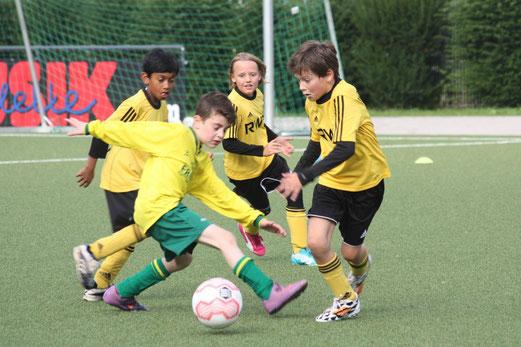 Kantersieg: TuS E2-Jugend im Spiel gegen die E4 des FC Karnap. - Foto: o.k.