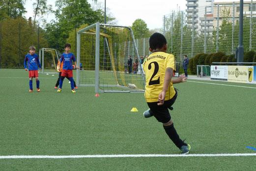 TuS F3-Jugend im Spiel gegen die F2 des Heisinger SV. - Fotos: mal.