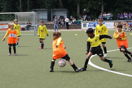 TuS F-Jugend - Duell um Platz 5 beim Turnier der SG Kupferdreh-Byfang (Foto: m.d.).
